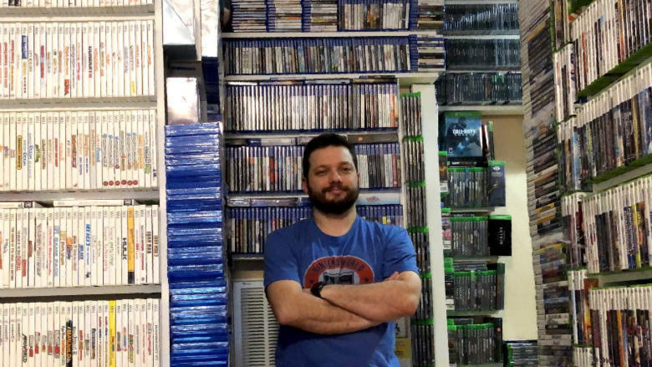 The Largest Video Game Collection World Record Set