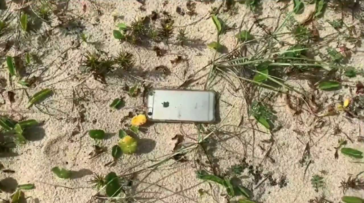 iPhone 6S Falls Out of Plane