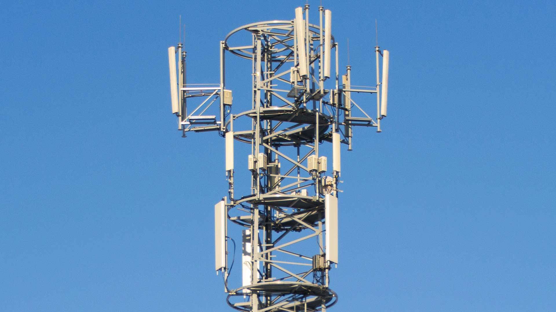 South Africans Burn Down 5G Towers COVID-19